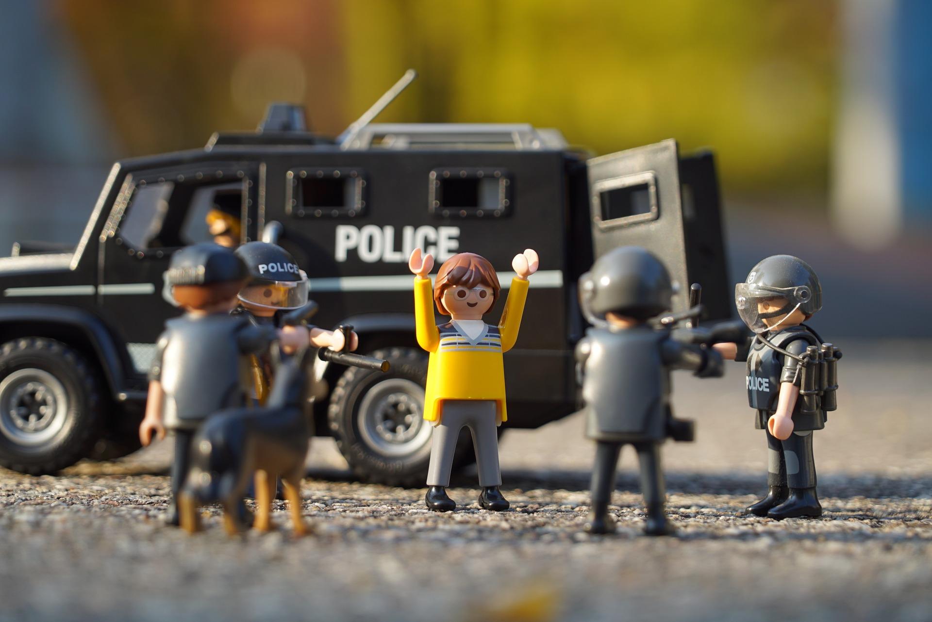 polizei_umstellt_kiffer