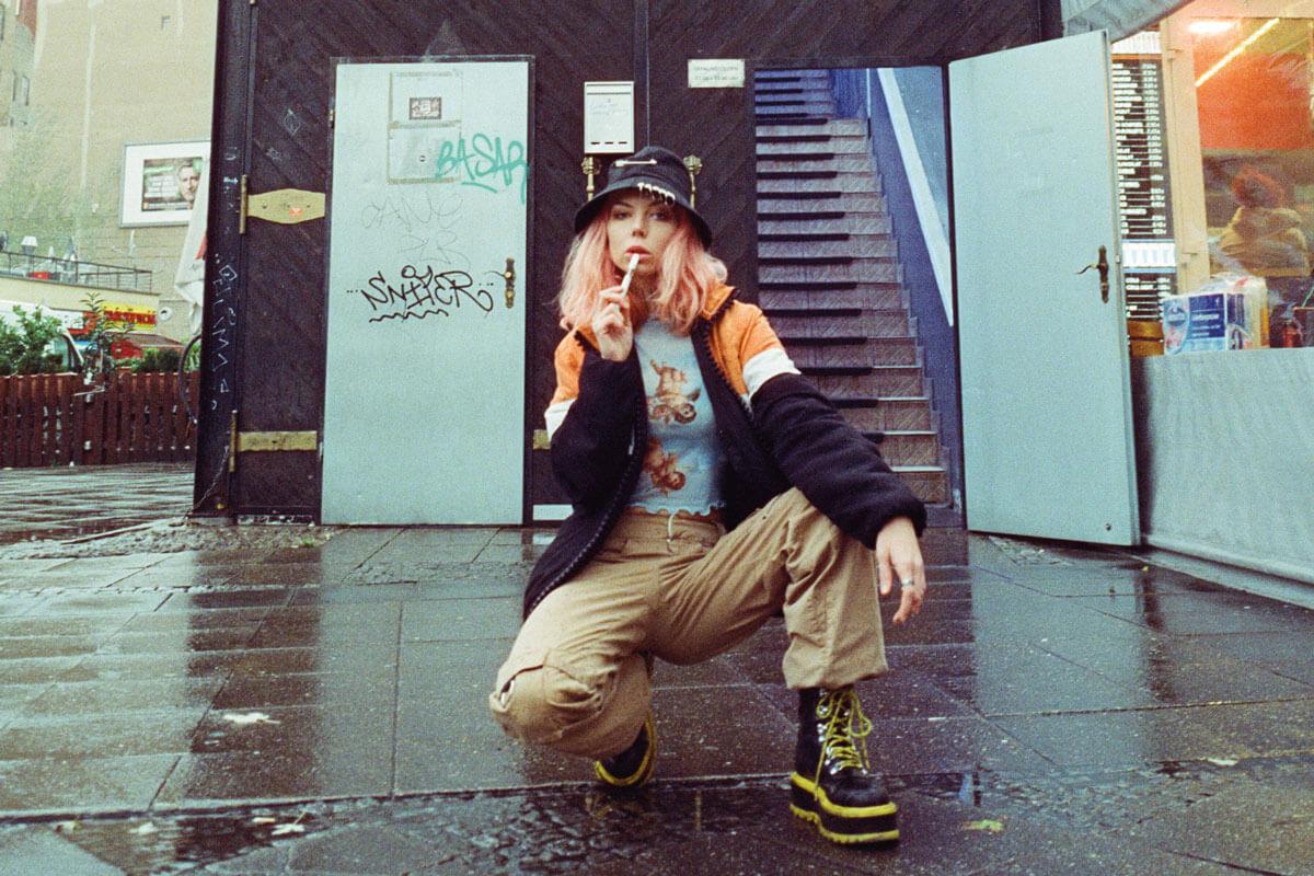 bunte-bluete-hipster-girl-vaped-bryber-berlin